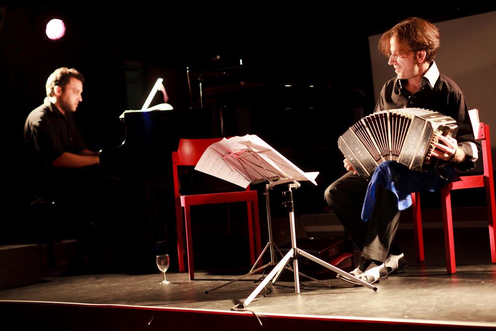11-10-01 Concert au SUB Gabriel Sivak & Contramarca - AB (8 sur 14) © Cyril Ananiguian